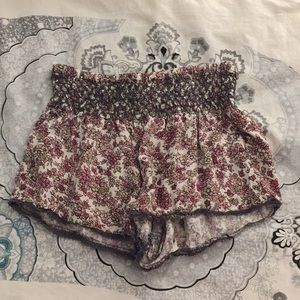 Cute floral flowy shorts in a size small